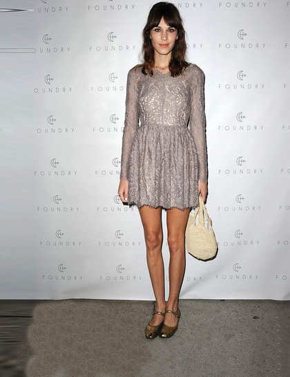 alexa-chung-gold-metallic-flats-lover-dress-celebrity-fashion-trend-flats-getty_GA