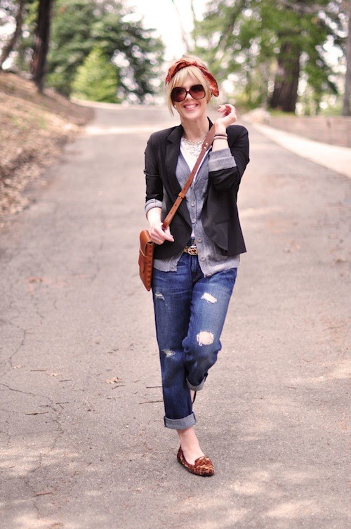http://malinca.ru/wp-content/uploads/2013/07/faux-bangs-scarf-on-head-classic-outfit-boyfriend-jeans.jpg