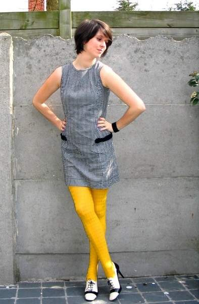 gray-dress-yellow-tights-white-shoes-black-bracelet_400